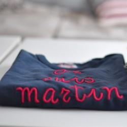 Camiseta personalizada marino letras guinda