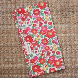 Pañuelo flores rojas-fucsias