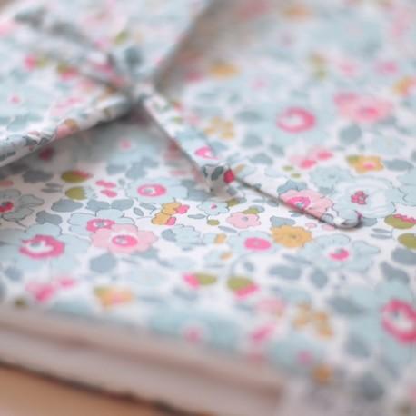 Cambiador flores rosas y azules