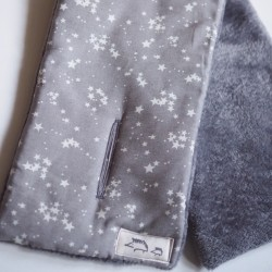 Bufanda estrellas gris