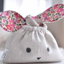 Bolsa conejo flores fucsias